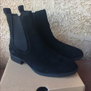 New Ugg Hillhurst boot